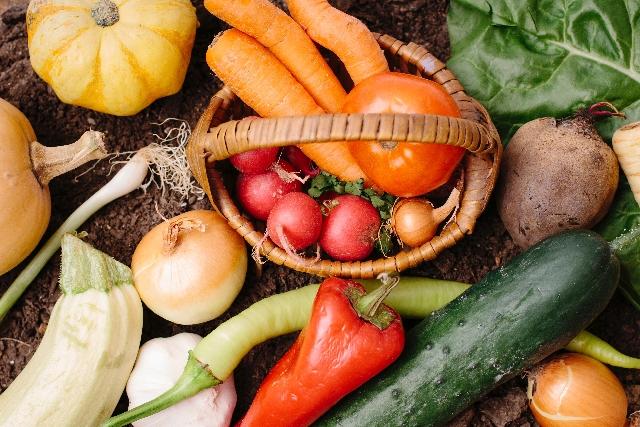 ビタミンC、ビタミンA、食物繊維を多く含む緑黄色野菜